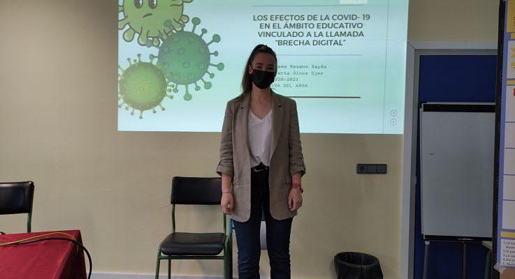 """Emma Resano Sayés, primer premio en el concurso de Estadística """"Incubadora de sondeos y experimentos""""."""